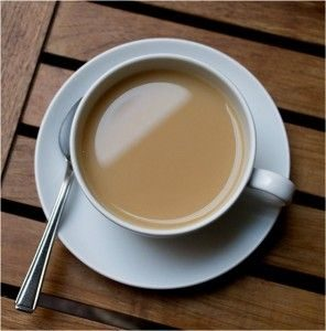 chai-s-molokom-polza